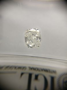0.90 ct Cushion cut diamond E SI1