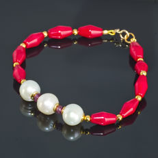Coral, Pearl and Pink Sapphires bracelet – Length 20.5 cm, 14kt/585 yellow gold clasp