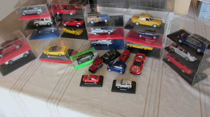 Diverse - Scale 1/34-1/72 - Lot with 26 models: 6 x Russian and 20 Japanese cars