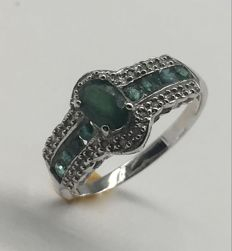 14k 585 White Gold Ring Midlnight Dark Emerald  and 24 diamonds 0.1ct total  - size US7