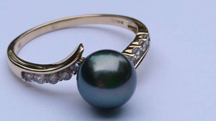 14 k Yellow Gold Tahitian Pearl 4.75 Ct and White Zircon Ring Size- V/ 20.32 mm