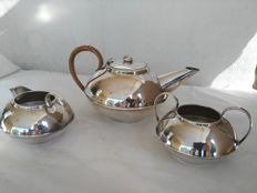 Antique three-piece silver plated English set - Teapot with wicker handle by Rec Plato EPNS - Origin: England, 1900s