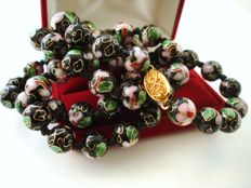 Vintage (1950s) Chinese Export to USA - Necklace with Black Porcelain Cloisonne Beads in multicolour Floral motif & filigree clasp