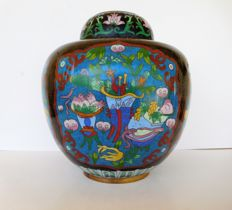 A large cloisonne ginger jar, marked.  - China - early 20th century (Republic period)