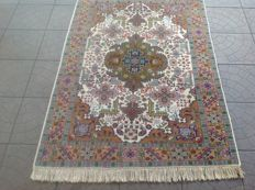 Original Kayseri finely hand knotted  500000 knots M/2  165x105 cm TOP Condition & Quality