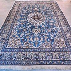 Beautiful Persian Nain with silk - 296 x 197 - beautiful appearance and unique design.