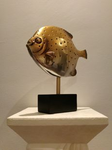 Sunfish on stand