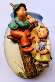 Hum. nr.: 360/A  -'Boy & Girl'- Wall Vase  TMK-6