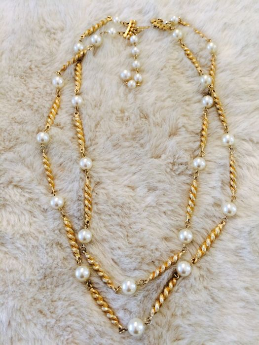 Antique 1945 Coro necklace with faux pearls