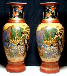 Two Chinese porcelain vases - China - Late 20th century
