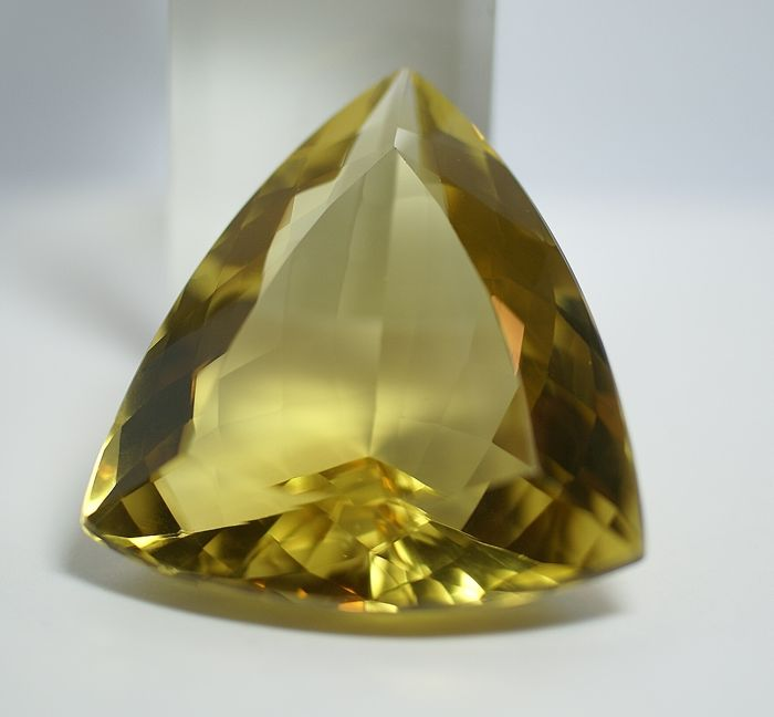 Citrine, brownish-yellow - 208.19 ct  NO RESERVE PRICE