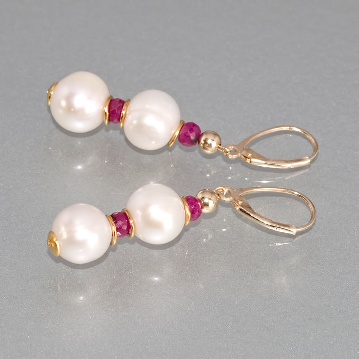 Pair of 14kt/585 yellow gold leverback earrings with Pearls and Rubies  – Length 4.8 cm