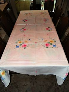 Large Portuguese tablecloth, craftsmanship and 12 handmade napkins