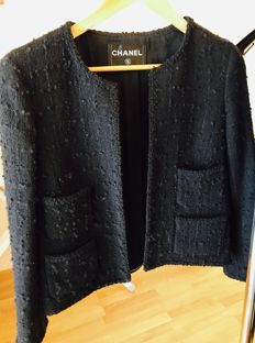 Chanel – Black tweed jacket