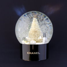 Chanel Glass Snowball Black     -      As good as new with its original Chanel packaging