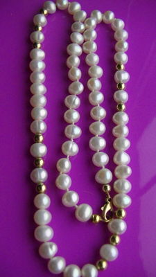 Freshwater pearls approx. 7.2mm and gold pearls necklace and clasp - no reserve price
