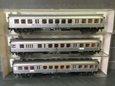Fleischmann H0 - 5120/5121/5122 - 3x carriages of which 1 with steering position of the DB