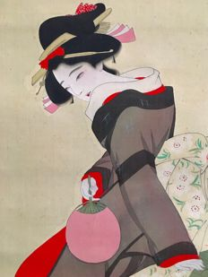 Large detailed handpainted scroll painting of bijin (beautiful woman), incl.original wooden box, signed and sealed - Japan - ca. 1920