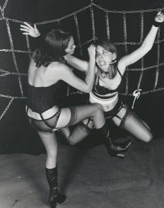 Photo ; Evelyn Elstrom - Amateur Bondage I - 1974