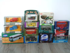 Corgi - Scale 1/38 1/43 - Kavel met 14 different models Morris, Opel, Ford, Bentley, London Taxi, Daimler, London Bus, AEC, & AMC