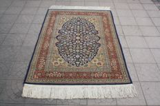 Beautufil HEREKE signed finely hand -knotted 500000 knots 215 x122 cm  TOP Condition & Quality