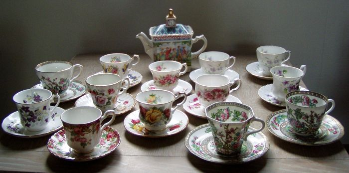 Lot with Sadler Golf teapot and 13 English cups, amongst others, Royal Stafford