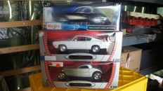 Road Signature / Maisto - Scale 1/18 - Lot with 3 models: Corvette, Plymouth & Ford