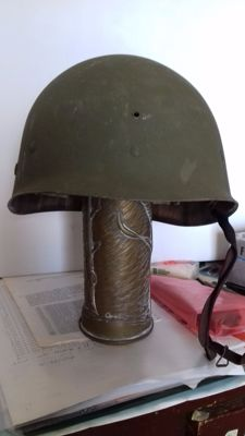 Liner (to be worn under the helmet) for American helmet mod. M 1, World War II. Manufactured by Firestone.
