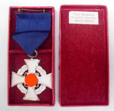 Faithful Service Honour Badge 2nd 2nd level for 25 years with award case