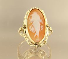 14 kt yellow gold cameo ring, ring size 18.5 (58)