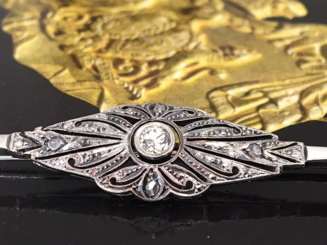 Antique 8 kt gold English brooch with diamonds