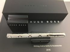 Large Hugo Boss fountain pen modified steel + display material and Catalogue