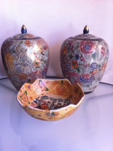 Hand Painted Satsuma - two vases with lids - bowl - China - from the second half of the 20th century