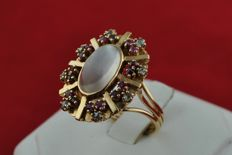 Exclusive Antique Cat's Eye Opal, Rubies (+/-0.75ct) and rose cut Diamonds (+/-0.25ct) set on 18k Yellow Gold Ring