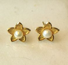 14k Gold earrings with Pearls