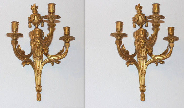 A pair of finely chiselled ormolu sconces - Napoleon III period - France - 19th century