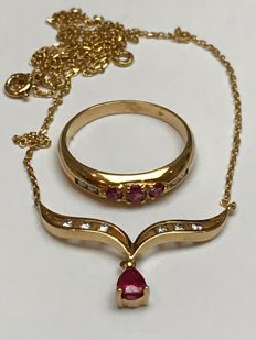 18k gold Ruby's and diamonds set necklace/pendent (xx cm) and ring with ringsize: 53