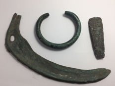Collection of bronze objects: bronze bracelet - 5.5 cm , bronze sickle - 17 cm and bronze flat Axehead - 6.5 cm (3)