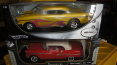 Hot Wheels / Road Signature - Scale 1/18 - Chevrolet Bel Air 1955 & Chevrolet Bel Air 1957