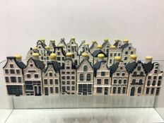 25 KLM houses in top quality numbers 11 to 38