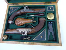 Pair of French Officer combat pistols, 1º (first) Empire ( 1804-1814)  transformed into percussion late 1830`s in case.
