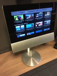 Bang & Olufsen BeoVision BeoCenter 6 6-26 MK2 LCD TV with FM radio tuner and Beo4 remote control