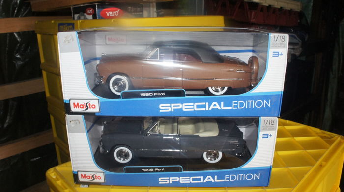 Maisto - Schaal 1/18 - Ford 1949 Convertible & Ford 1950