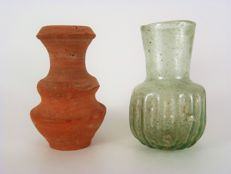 Roman red terracotta and unguenetarium glass vase - 65mm