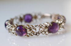 Silver bracelet with amethysts