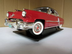 Road Signature - Scale 1/18 - Lincoln Capri 1952 - Red / Black
