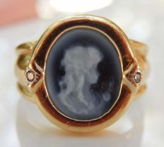 Cameo ring on agate, profile of a young girl, 18 kt gold, small diamonds