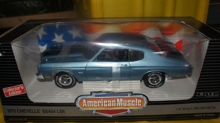 American Muscle - Scale 1/18 - Chevrolet Chevelle 1970 - Metallic Blue & Black Stripes