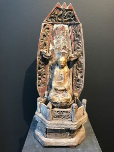 Wood Guanyin on throne - China - 18th/19th century