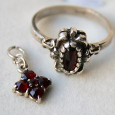 Silver set about 1900/1920 : Ring and Pendant with old roos cut Garnets Garnets.
